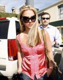 th_02756_brit071sandino_122_1168lo - Britney Spears va mieux, son décolleté aussi