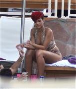 th_54543_RihannapoolsideattheHardRockHotelinLasVegas16.7.2010_10_122_149lo.jpg