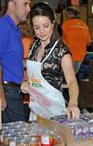 Кимберли Уильямс-Пэйсли, фото 12. Kimberly Williams-Paisley Kicks Off Feeding America's Hunger Action Month in Nashville, Tennessee - Sept 1, 2010, photo 12