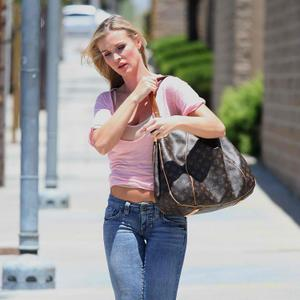 Джоанна Крупа, фото 454. Joanna Krupa [center]Out Running Errands in Jeans - May 31, 2011, photo 454