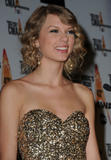 th_90315_Ttaylor_Swift_0_The_43rd_Annual_CMA_Awards_644_122_699lo.jpg